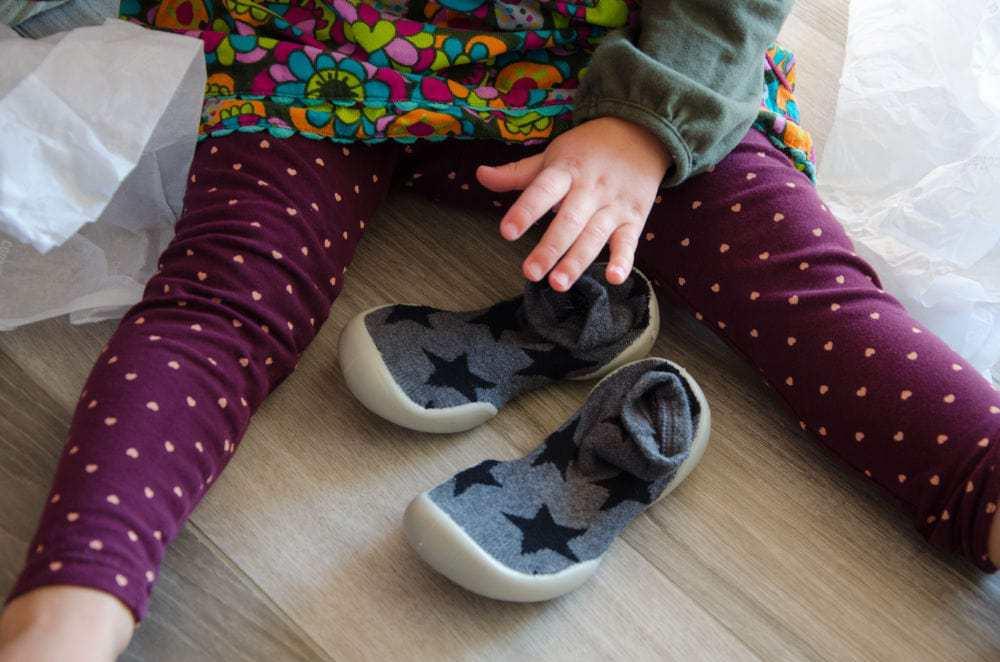 KUNTERBUNTE HAUSSCHUHE Kinderkleidung Baby, Kind und Meer