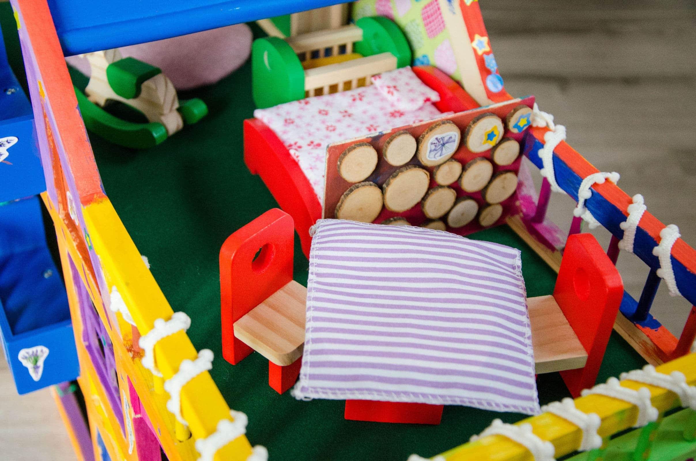 Unsere kleine villa kunterbunt do it yourself for Puppenhaus basteln