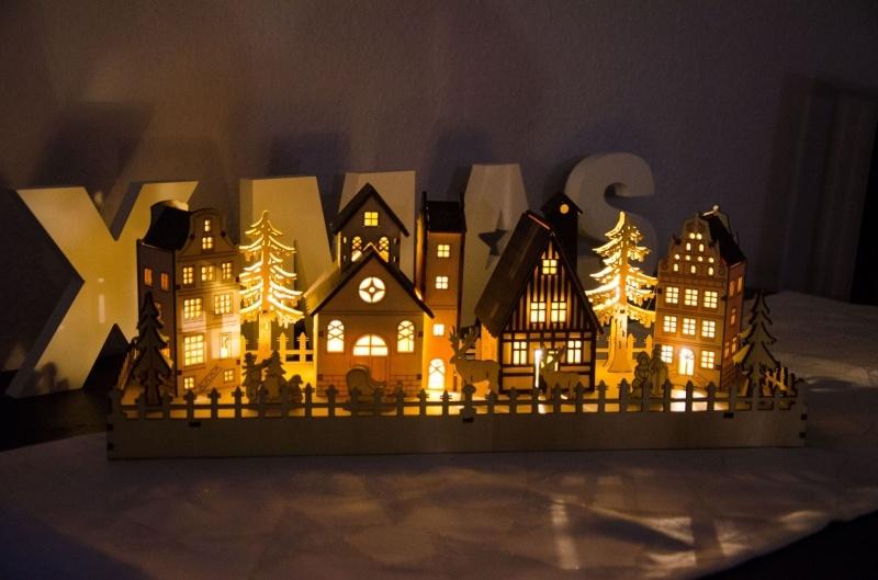 leuchtendes LED Weihnachtsdorf