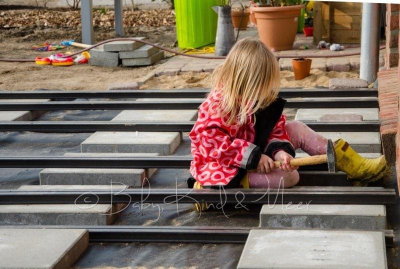 Lilli auf der Terrasse