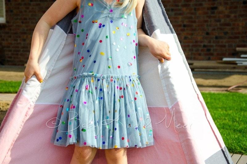 Lilli im Stella McCartney Kleid