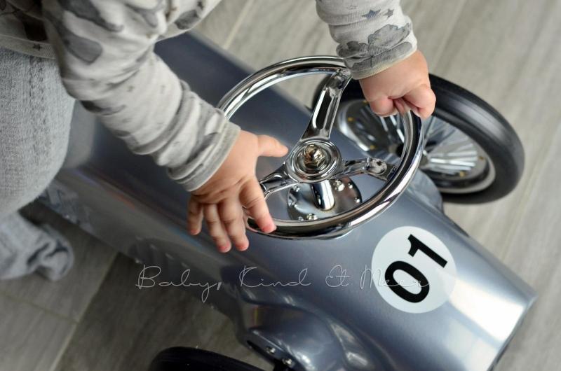 Tom und Retro Auto