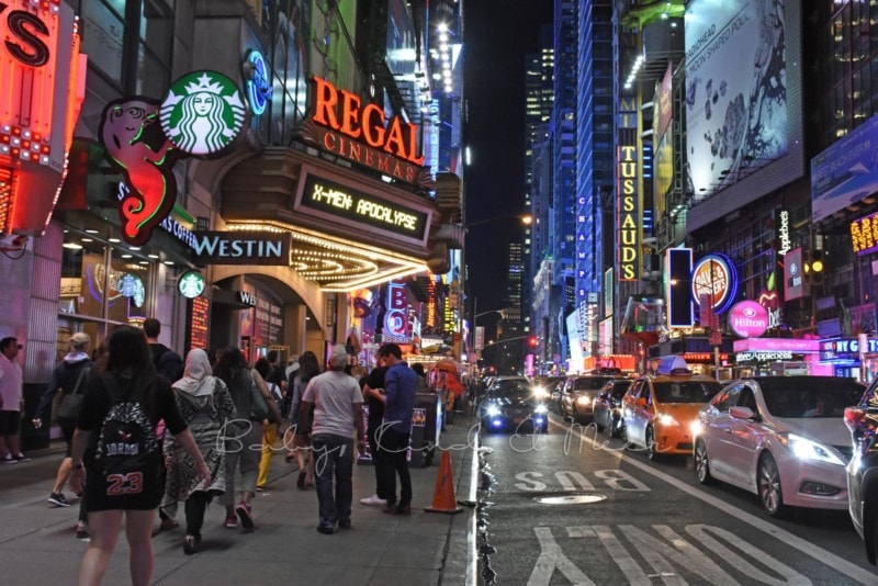 Times Square bei Nacht (2)