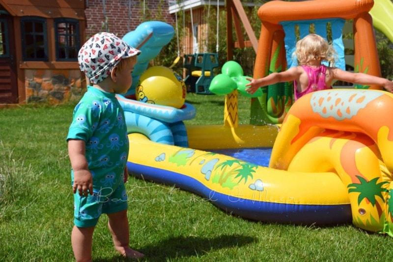 im Garten spielen (2)