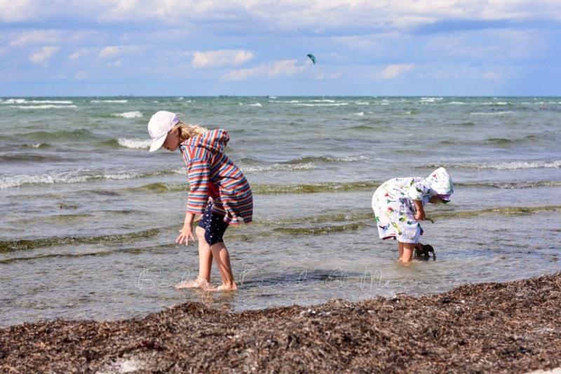 Lilli und Lotte am Strand