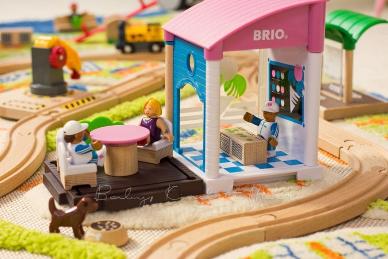 brio-village-3