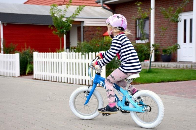 august-lotte-lernt-fahrradfahren