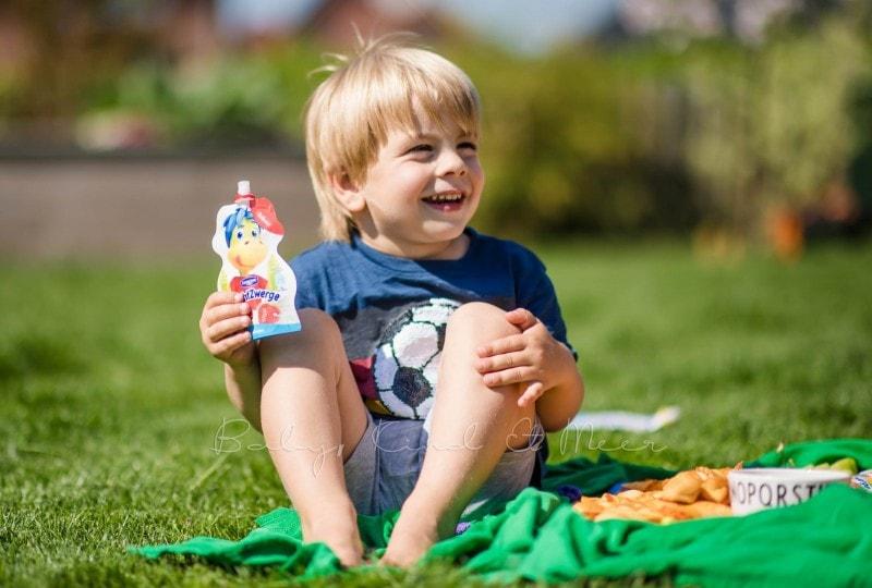 Familienpicknick im Garten 11