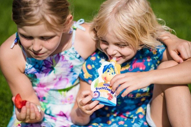 Familienpicknick im Garten 7