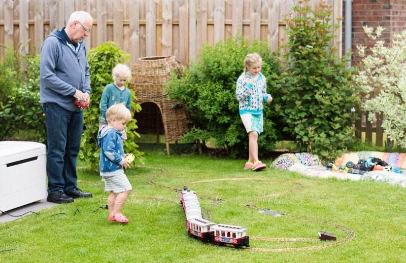 im Garten spielen 6