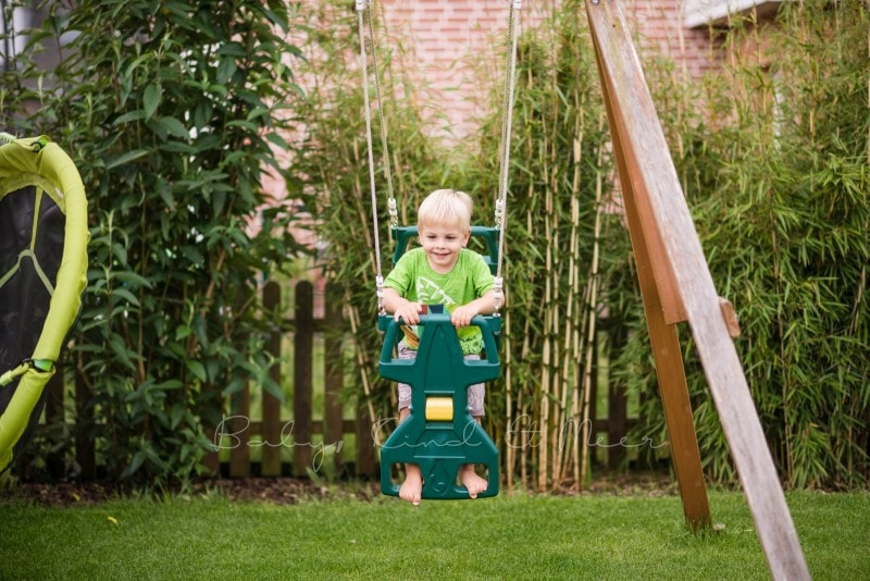 Schaukeln im Garten 3