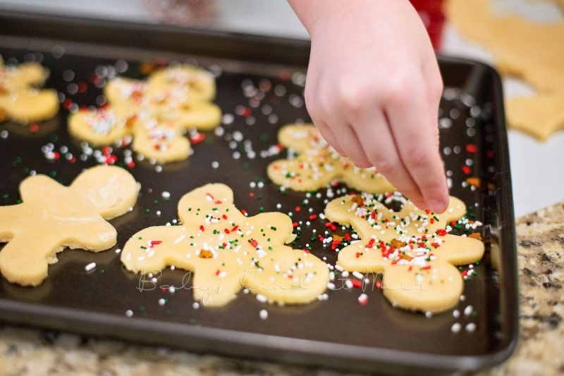 baking christmas cookies 12190