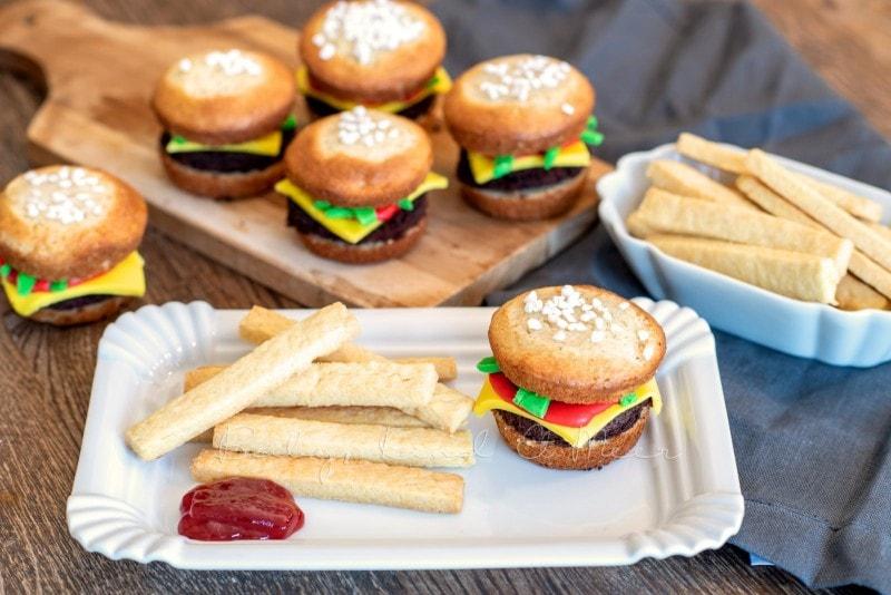 Cheeseburger Muffins mit Kekspommes 7