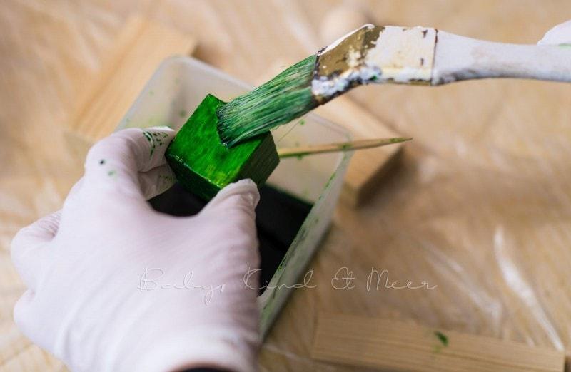 DIY Holzbausteine selber faerben 12
